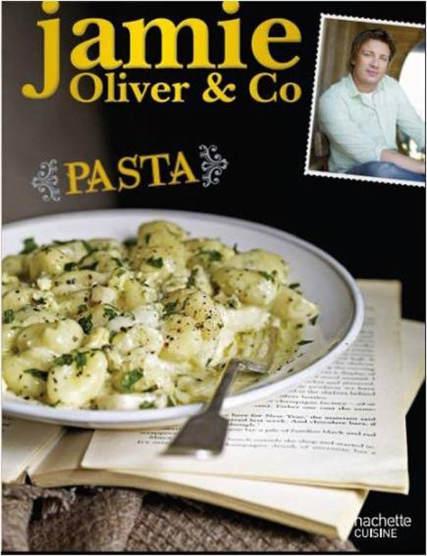 livre jamie oliver co pasta jamie oliver hachette pratique cuisine 9782012306400. Black Bedroom Furniture Sets. Home Design Ideas
