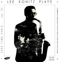 Lee Konitz plays